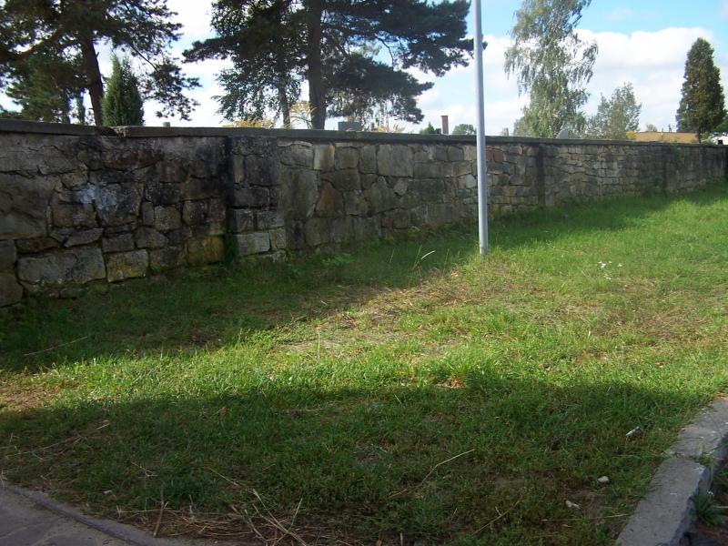 Mur cmentarny