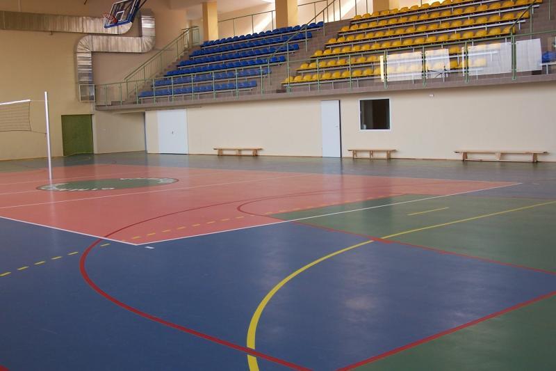 Trybuny w hali sportowej w Gimnazjum