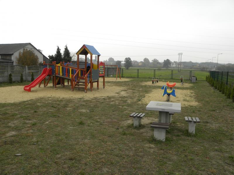 Plac zabaw w Radzicach Małych