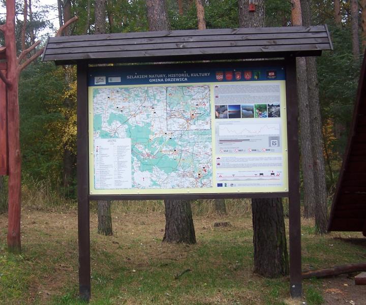 Tablica informacyjna w Parchowcu